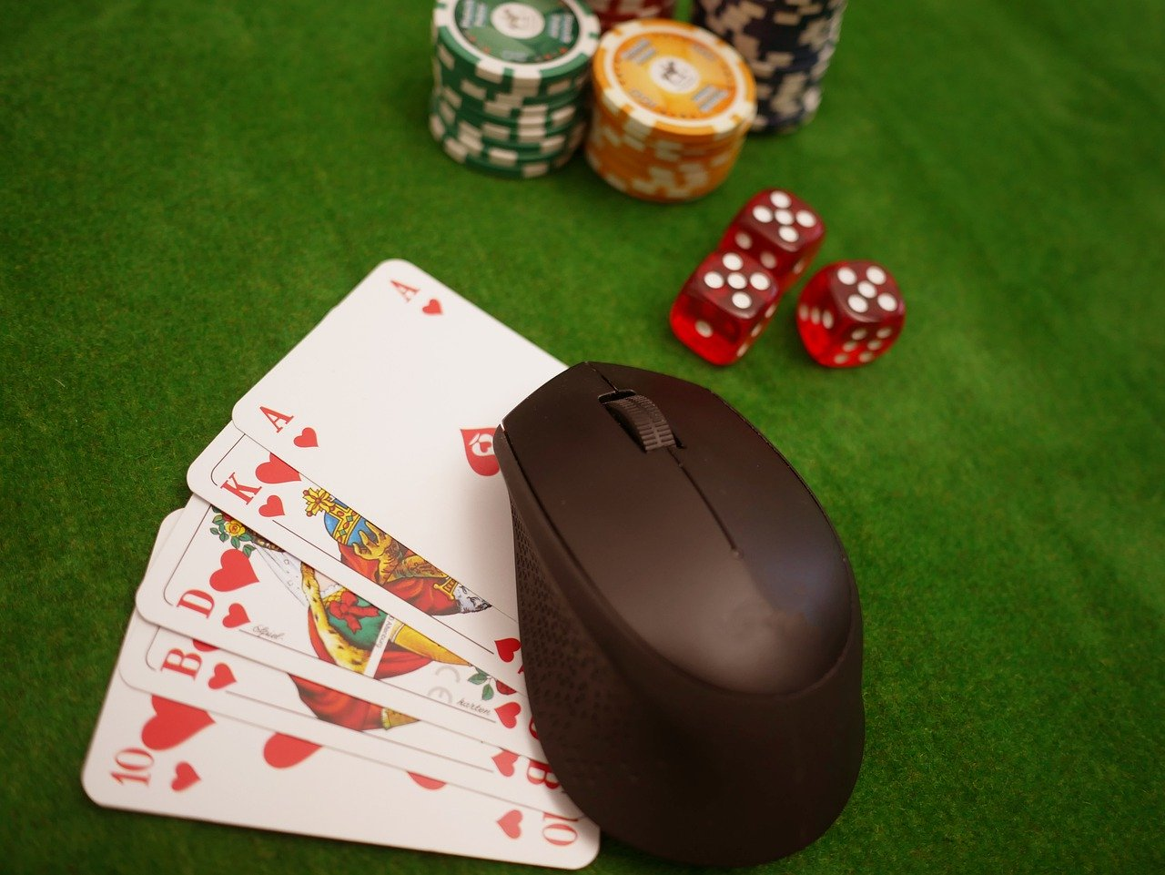 Important Things to Check Before You Start Playing at Casinos Online